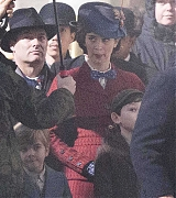 Emily_Blunt_-_Filming__Mary_Poppins_Returns__in_Central_London_on_March_3-05.jpg