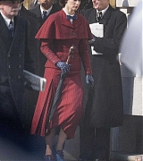 Emily_Blunt_-_Filming__Mary_Poppins_Returns__in_Central_London_on_March_3-12.jpg