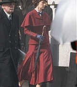 Emily_Blunt_-_Filming__Mary_Poppins_Returns__in_Central_London_on_March_3-14.jpg