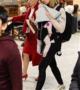 Emily_Blunt_-_Heathrow_Airport_Terminal_3_on_April_17-01.jpg