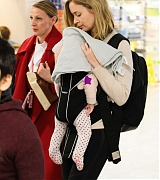 Emily_Blunt_-_Heathrow_Airport_Terminal_3_on_April_17-10.jpg