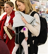 Emily_Blunt_-_Heathrow_Airport_Terminal_3_on_April_17-11.jpg