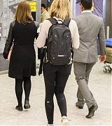 Emily_Blunt_-_Heathrow_Airport_Terminal_3_on_April_17-13.jpg
