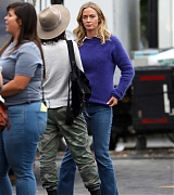 Emily_Blunt_-_Filming_in_upstate_New_York_on_October_25-01.jpg