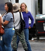 Emily_Blunt_-_Filming_in_upstate_New_York_on_October_25-02.jpg