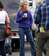 Emily_Blunt_-_Filming_in_upstate_New_York_on_October_25-03.jpg