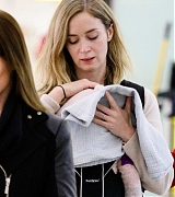 Emily_Blunt_-_Heathrow_Airport_Terminal_3_on_April_17-04.jpg