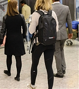 Emily_Blunt_-_Heathrow_Airport_Terminal_3_on_April_17-12.jpg