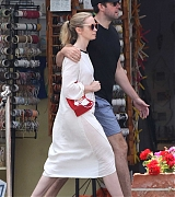 Emily_Blunt_-_In_Tuscany2C_Italy_on_June_7-04.jpg