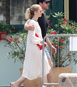 Emily_Blunt_-_In_Tuscany2C_Italy_on_June_7-05.jpg