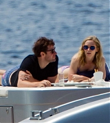 Emily_Blunt_-_In_a_yacht_in_Tuscany2C_Italy_on_June_7-03.jpg