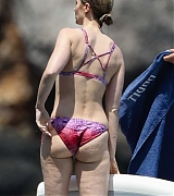 Emily_Blunt_-_In_a_yacht_in_Tuscany2C_Italy_on_June_7-07.jpg