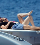 Emily_Blunt_-_In_a_yacht_in_Tuscany2C_Italy_on_June_7-08.jpg