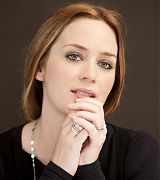Emily_Blunt_-_The_Adjustment_Bureau_Press_Conference_in_New_York__on_February_12-04.jpg