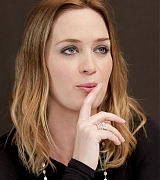 Emily_Blunt_-_The_Adjustment_Bureau_Press_Conference_in_New_York__on_February_12-05.jpg