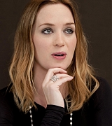 Emily_Blunt_-_The_Adjustment_Bureau_Press_Conference_in_New_York__on_February_12-06.jpg