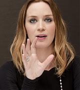 Emily_Blunt_-_The_Adjustment_Bureau_Press_Conference_in_New_York__on_February_12-08.jpg